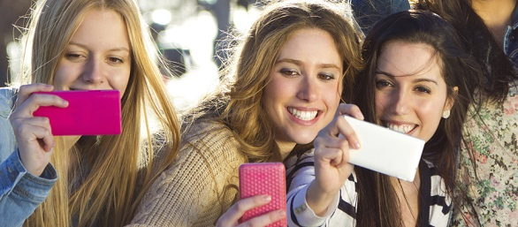 What social networks say about happiness and emotions of consumers