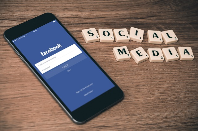 9 Reasons to prioritize Twitter on Facebook in the social media strategy