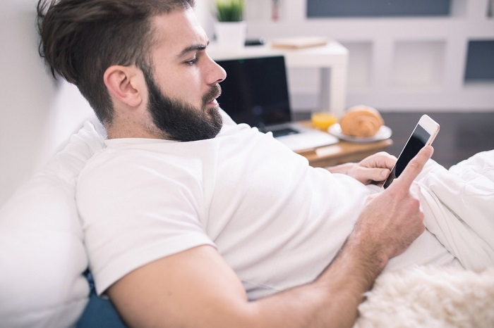 Temporal blindness Another problem associated with the use of smartphones in bed